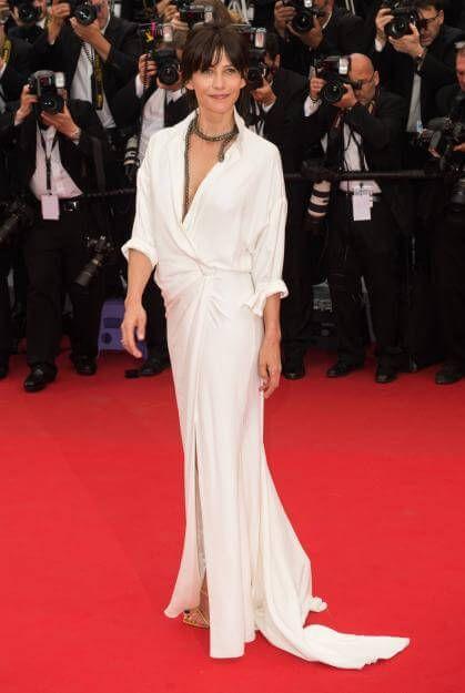 """""""La Boum""""-Star Sophie Marceau versprühte unkomplizierte Eleganz in Alexandre Vauthier Couture."""