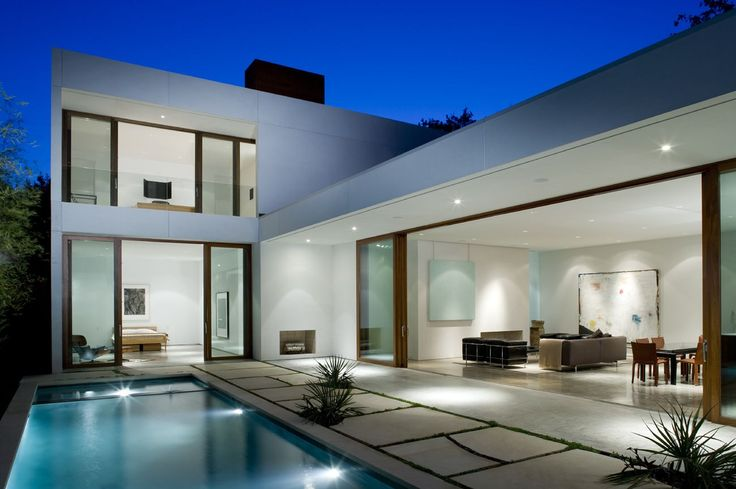Explore 18 Fotos de Exteriores de casas Modernas que podem servir como inspiração e modelos para você projetar a sua casa.