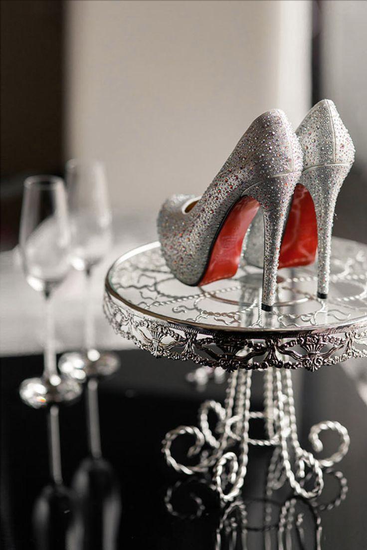 Серебряные туфли невесты |  Организация: www.boyarovweddings.ru