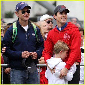 Matt Bomer: Revlon Walk with Simon Halls & Kit!      Matt Bomer consoles his son Kit at the 19th Annual Revlon Run/Walk for Women fundraiser on Saturday (May 12) in Los Angeles.    The 34-year-old actor was also joined by his partner Simon Halls at the event.