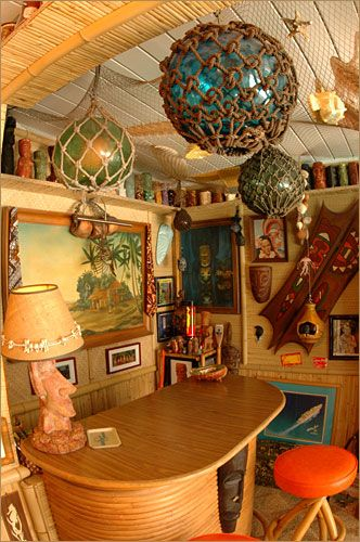 Best 25 tiki decor ideas on pinterest tiki tiki tiki for Tiki room decor