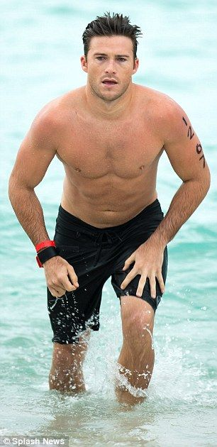 Suicide Squad's Scott Eastwood goes shirtless in a towel at South Beach triathlon | Daily Mail Online