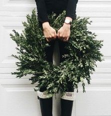 15 Holiday Wreaths to Inspire Serious Front Door Envy