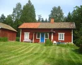 "Peaceful seclusion you should and can expect, if the holiday home ""Hässjöstugan"" will be your next holiday domicile.  The holiday home is naturally and beautifully located right in the forest, surrounded by meadows, at an idyllic forest lake. Within a radius of 1 kilometer you and your fellows are the only human occupiers here. Downstairs the holiday home has a kitchen, living room with tiled stove, bedroom as well as shower and WC. Upstairs you will find another bedroom as well as a places…"