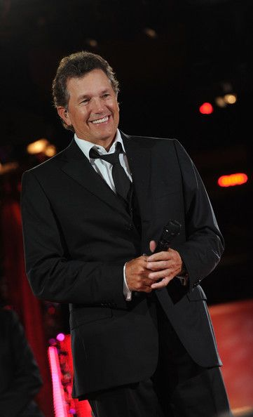 Who is that man???  A rare look at George Strait without his hat.