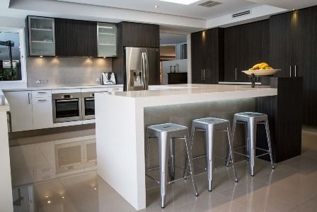 Large kitchen. L shape island. Breakfast bar www.thekitchendesigncentre.com.au
