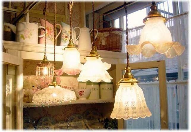 フランスアンティーク調ガラスランプシェード(ガラスシェード&ペンダント、フレンチアンティークスタイル)、英国ビクトリアン調の照明器具)
