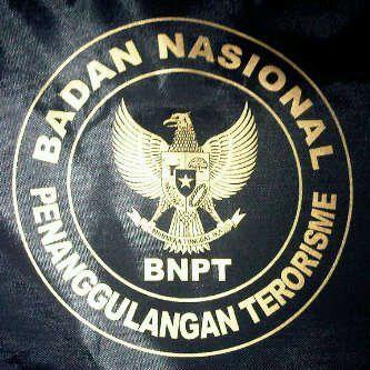 "KIBLAT.NET, Jakarta – Dewan Perwakilan Rakyat (DPR) mendesak Badan Nasional Penanggulangan Terorisme (BNPT) menyusun prosedur program deradikalisasi yang terstandarisasi. Prosedur itu harus disusun, baik dalam bidang pencegahan hingga penindakan berdasarkan prinsip-prinsip hukum dengan mengedepankan perlindungan terhadap hak asasi manusia. ""Komisi III mendesak adanya perbaikan standar prosedur dalam program deradikalisasi BNPT, karena menurut kami, menembak mati …"