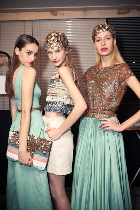 nyfw: Colors Combos, Mint Green, Colors Combinations, Pink Lips, Colors Palettes, Fashion Woman, Hair Accessories, Mint Colors, Models Backstage