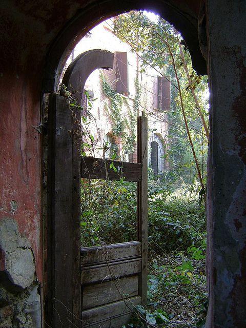 Abandoned - villa del maggiordomo