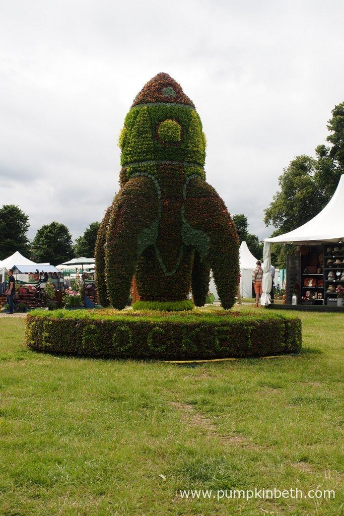 A giant 4 meter tall Floral Rocket created by InstaPlant echoes the Rocket Science theme of the RHS Campaign for School Gardening. The Floral Rocket is the largest 3D planted display that InstaPlant have created so far!