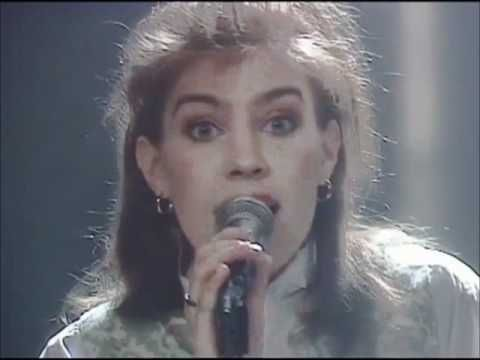 Hot and steamy Lambada from the north - a Finnish version of the song from 1989 by Anna Hanski -  YouTube