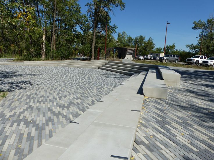 It works well when laid in an offset pattern and stands out even without the addition of other paver sizes. It's perfect for both commercial and residential applications. #BURNCO