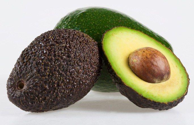 Avocado - Gesunde Lebensmittel: die Top 15 - Avocado gehören zu den wenigen Gemüsearten, die Fett enthalten. Wer deswegen drauf verzichtet, ist selber Schuld. Das Fett enthält nämlich reichlich hochwertige Fettsäuren, die unser Körper braucht...
