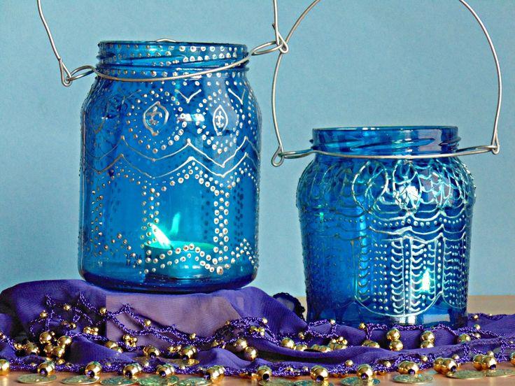 <p>Wykonaj szklane lampiony rodem z baśni Bliskiego Wschodu. Stwórz w swoim domu lub ogrodzie relaksujący klimat. Lampiony ze słoików to prosty i tani sposób na zmianę charakteru wnętrza w krótkiej chwili. Zobacz jak wykonać oryginalne lampiony dekoracyjne krok po kroku.</p>