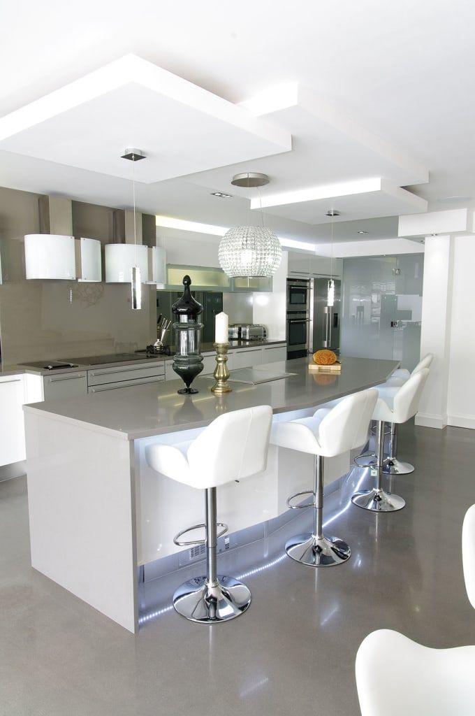 Busca imágenes de Cocinas de estilo moderno de PTC Kitchens . Encuentra las mejores fotos para inspirarte y crea tu hogar perfecto.