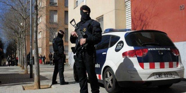 Ισπανία: Συλλήψεις 8 υπόπτων για τρομοκρατία: Η ισπανική αστυνομία στη Βαρκελώνη προχώρησε στη σύλληψη οκτώ ατόμων που είναι ύποπτοι για…