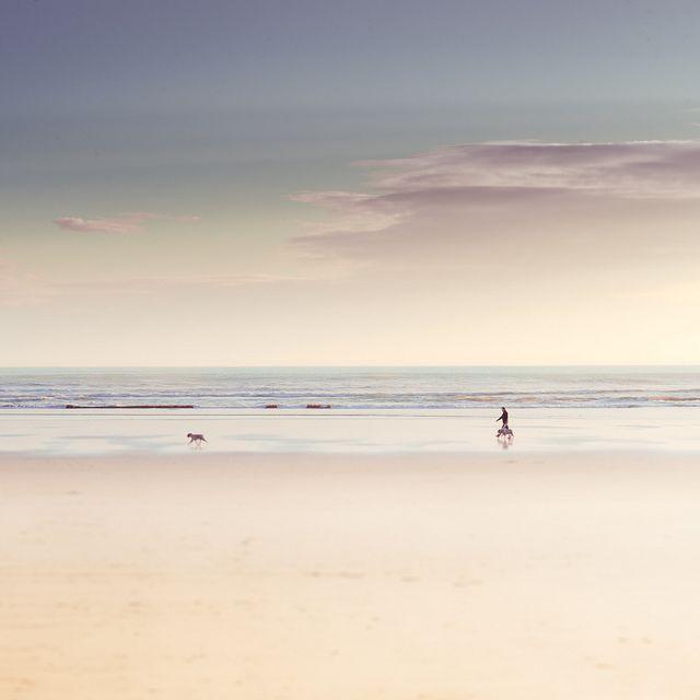 La plage est aussi une grande source d'inspiration pour beaucoup d'entre nous. Amateurs de glisse, artistes ou flâneur elle est souvent l'endroit idéal pour trouver l'inspiration et créer. #plage #beach