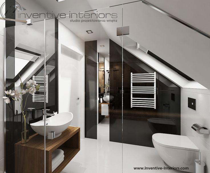 Projekt łazienki Inventive Interiors - miska wc pod oknem połaciowym w biało-czarnej łazience