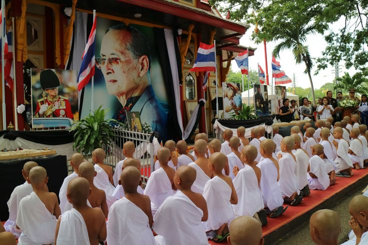 Young students enter novice ordination in Hua Hin district, Prachuap Khiri Khan, to make merit for King Bhumibol.