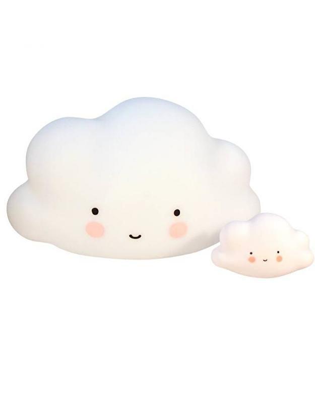 Grote wolklamp Deze prachtige grote wolklamp is een eyecatcher in iedere kinderkamer! Het is een touchlamp, door er op te tikken gaat de lamp aan, dimmen of uit. Je kind valt rustig in slaap naast deze zacht schijnende nachtlamp. Wanneer je wolk aantikt, gaat de lamp na 30 minuten vanzelf uit. Wel zo vriendelijk voor het milieu! Zet de wolklamp waar je maar wilt: de lamp werkt op zowel elektriciteit als op batterijen. Ideaal! kinderkamerverlichting wolken wolkjes lamp kinderkamer babykamer…