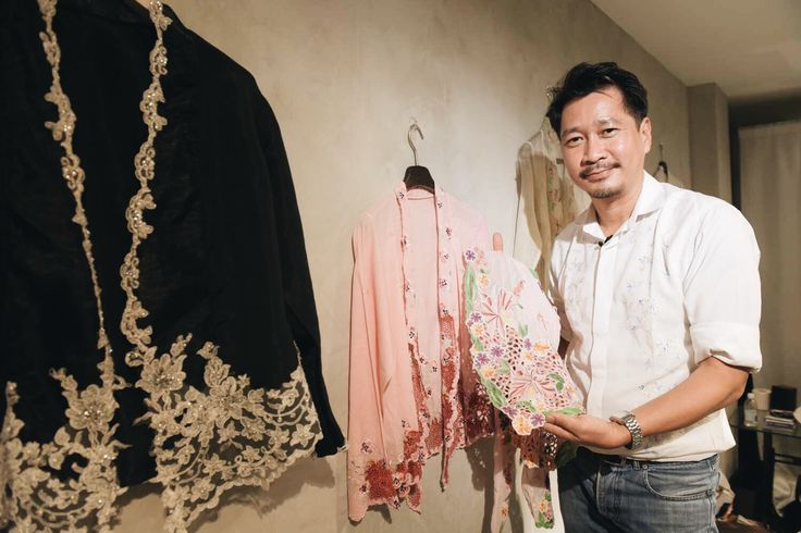 Defiantly, he weaves life into a dying Peranakan craft - Channel NewsAsia