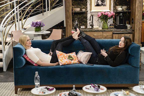 2 BROKE GIRLS : Renouvelée pour une saison 6 par CBS