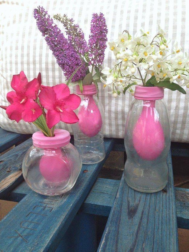 O si no sabes qué hacer con los globos que sobraron de la fiesta. | 24 Objetos cotidianos que podrías usar como florero