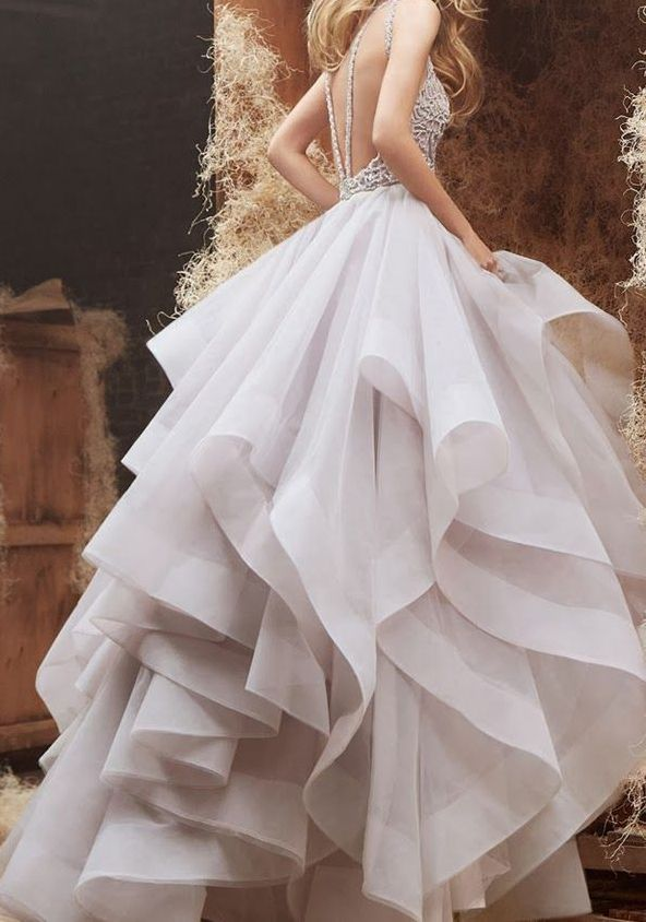 love the sculptural nature of the skirt. Crisp, unique, flattering volume