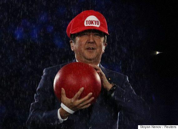「まさかのアベマリオ」安倍首相、マリオの格好で土管から出現 リオオリンピック閉会式