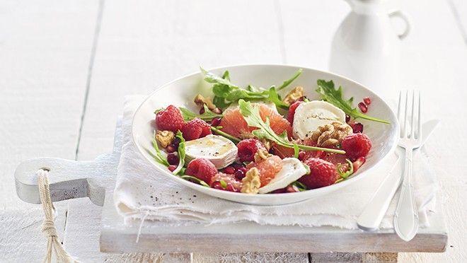 Zomerse salade met grapefruit, frambozen, geitenkaas en walnoten - recept | 24Kitchen