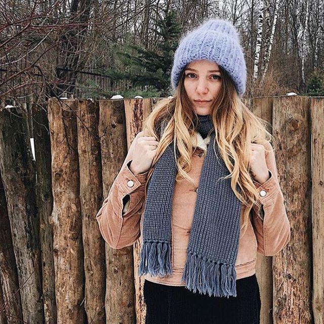 """Вы не представляете сколько радости мне приносят ваши отзывы и обратная связь👏💋 Отзыв от @komarovaalbina: """"Спасибо вам за эту тёплую зиму! Да, именно вам, по тому что этой зимой я ходила в шапке! ☝🏼уж очень она мне понравилась! 💙"""" Спасибо огромное за чудесную фотографию🌷   На Альбине мохеровая шапочка пыльно-голубого цвета🙌 Цена с учётом скидки:2800₽(вместо 3500₽🙅) #такори #мохероваяшапка #пыльноголубой #настоящее #фотоотзывы #голубаяшапка #coolkate_отзывы"""