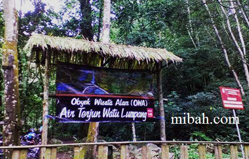 Welcome on Watu Lumpang waterfall   www.mibah.com/2015/04/air-terjun-watu-lumpang-cangar.html