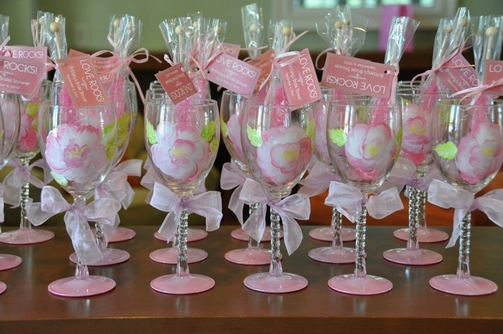 Wedding wine glass bridal party pretty in pink theme for Wedding party gifts ideas