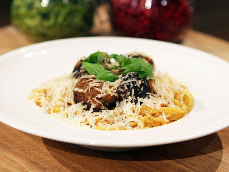 Axels spaghetti med Italienska köttbullar och tomatsås | Recept från Köket.se
