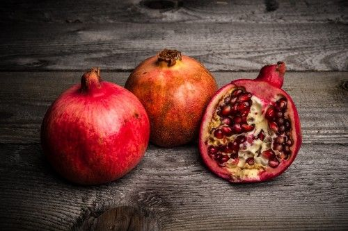 Pomegranates by tnfoto