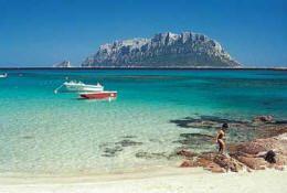 Tavolara, 1 van de prachtige plekken die met de flottielje Sardinie worden aangedaan. Tavolara heeft een eigen koning met restaurant.