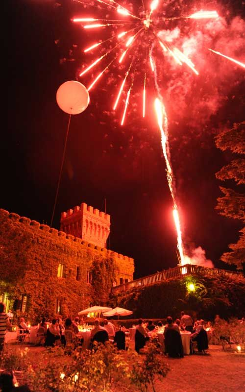 Wedding in Tuscany .. in a castle .. with great wine & food... and fireworks.. what else!?