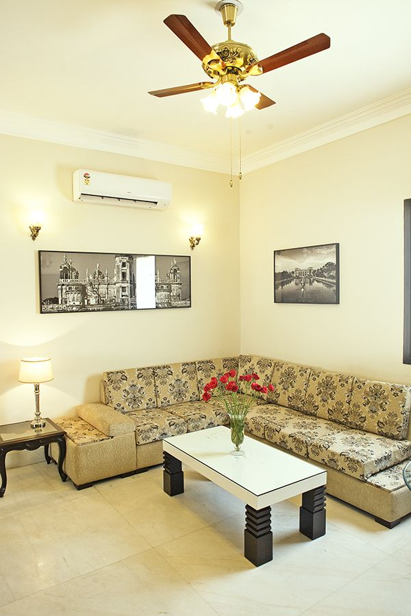 3 BHK furnished serviced apartment in Connaught Place, South Delhi. The apartment is strategically located near to Janpath market. The apartment consists 3 bedroom, large living cum dining room, spacious modular kitchen and modern bathroom. They also consist of washing machine, Iron and board for convenience. It's very suitable for families and leisure travelers. For more details call us at 8510004862, 9999995659.