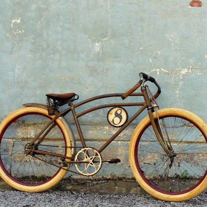 old bike with a very stylish frame. #velo #bicyclette #bicicletta