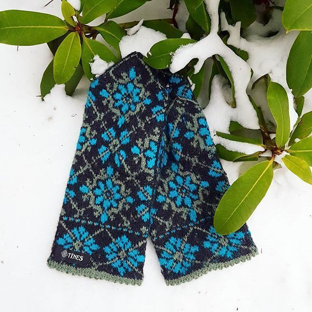 Ethnographic hand knitted wool mittens Tines handmade traditional Latvia gloves #Tines #Folk #Winter