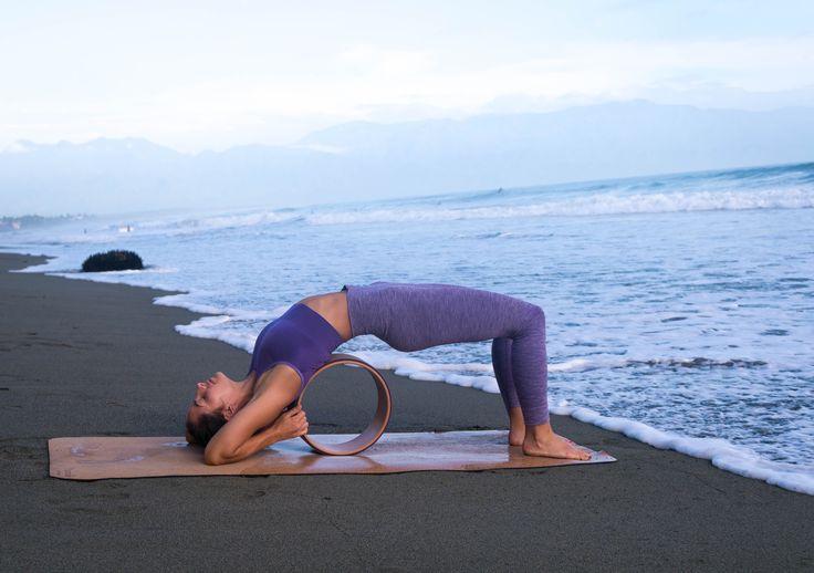 Back bend med The Asanas Kork Yogahjul