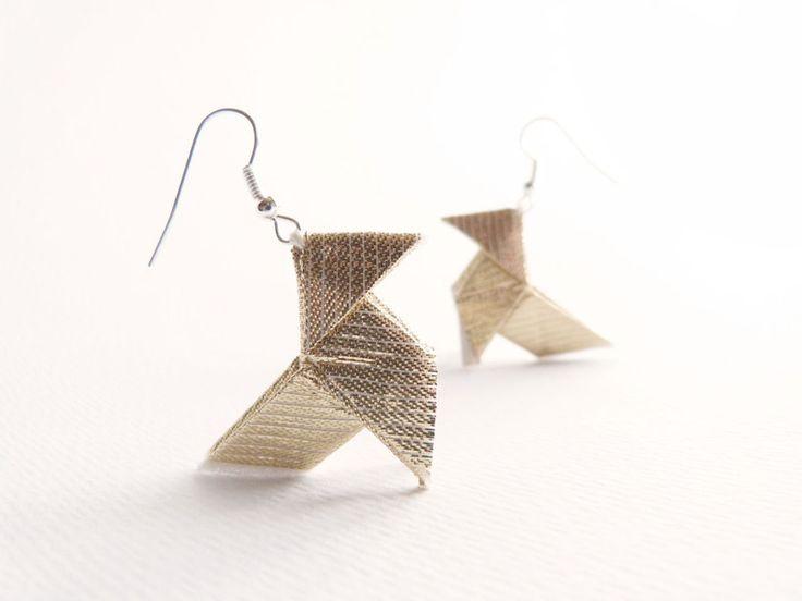 Boucles doreilles Origami Cocotte lamé doré : Bijou fait main en France. Modèle unique créateur.  • Boucles doreilles Origami Cocotte lamé doré...