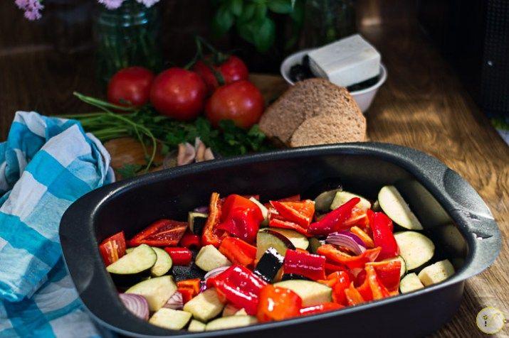 legume mediteraneene coapte cu branza feta-2