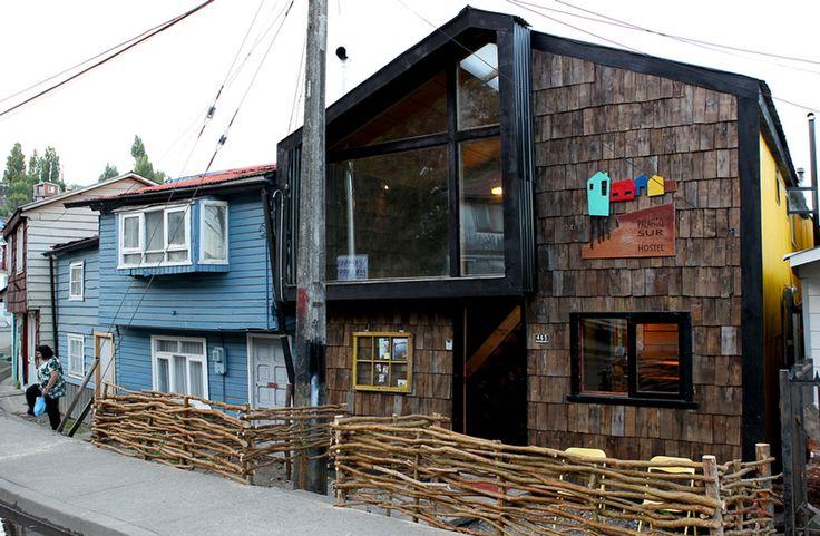 Hostal Palafito Sur, em Chiloé / Eugenio Ortúzar + Tania Gebauer