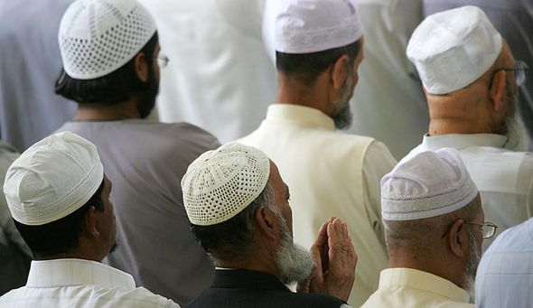 Mosques to be forced to appoint British-born imams speaking fluent English - http://buzznews.co.uk/mosques-to-be-forced-to-appoint-british-born-imams-speaking-fluent-english -