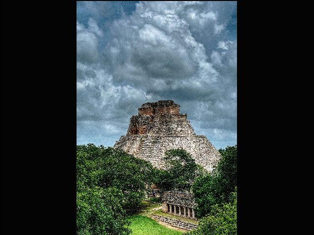 Pirámide del Adivino o del Enano, Uxmal, Yucatán, México. Foto: G Concha C Licencia: CC-BY-SA 4.0