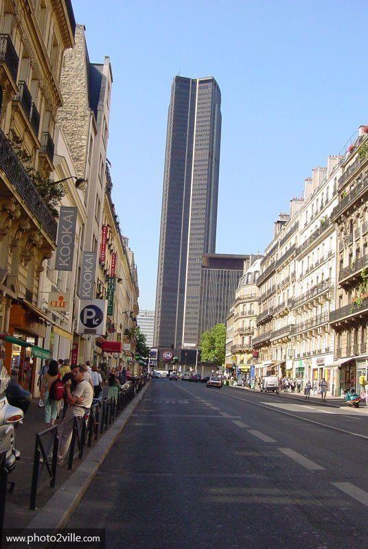 La tour Montparnasse et rue de rennes