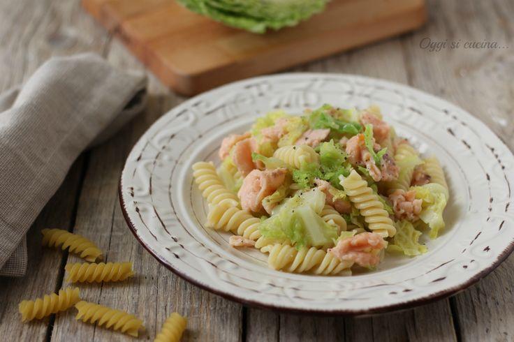 Fusilli+con+verza+e+salmone+affumicato