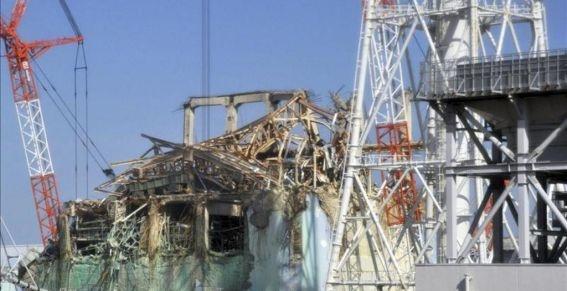 La Agencia de Seguridad Nuclear japonesa prepara un nuevo estándar de seguridad para las centrales atómicas del país que recoge pautas basadas en la experiencia del accidente en la planta de Fukushima Daiichi, informó hoy la agencia de noticias Kyodo. Ver más en: http://www.elpopular.com.ec/49766-japon-prepara-un-nuevo-estandar-de-seguridad-para-sus-centrales-nucleares.html?preview=true
